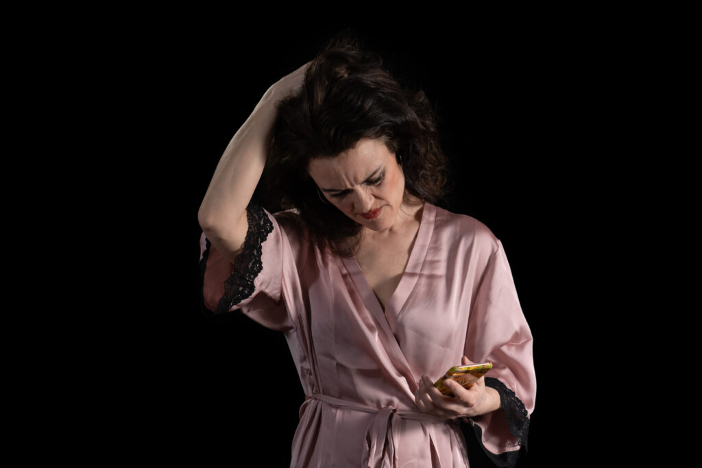 Oddrun Valestrand som «Christine» i Små Rom Teater Ullensaker